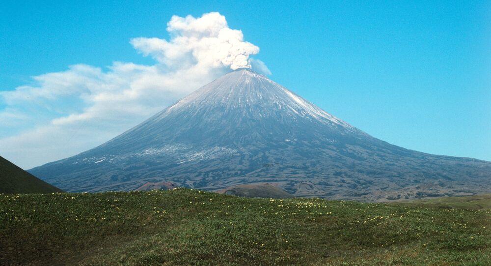 Volcan Klioutchevskoï, situé dans la péninsule du Kamtchatka (Russie)