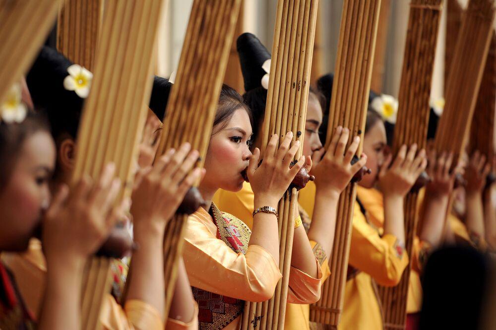 Le sommet de l'Asie du Sud-Est s'est ouvert le 6 septembre à Vientiane au Laos. Non seulement les hommes politiques, mais aussi les artistes se sont préparés à la rencontre