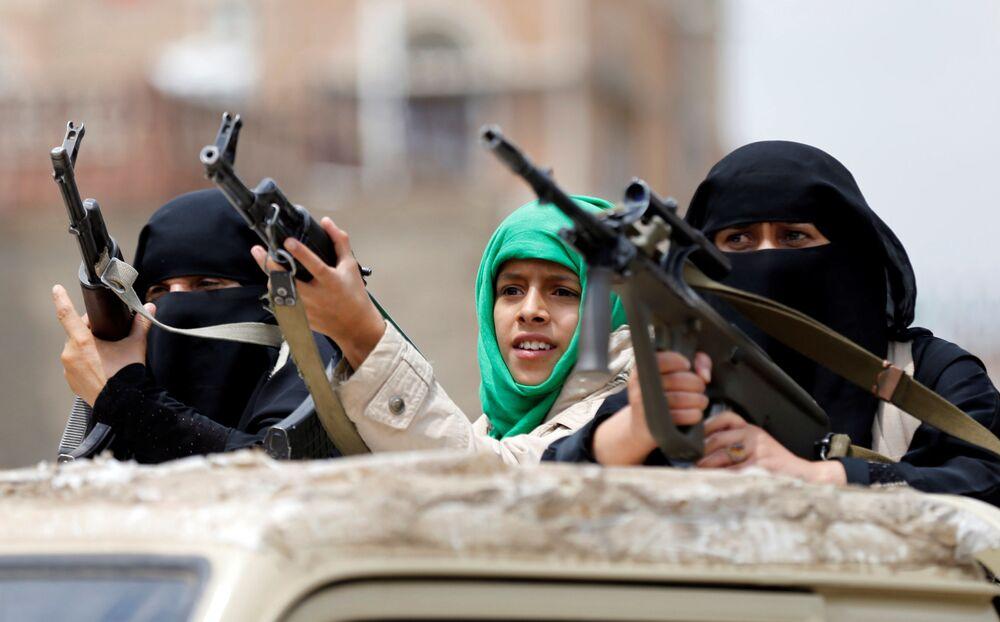 Des femmes Houthis lors d'une parade militaire à Sanaa, au Yemen