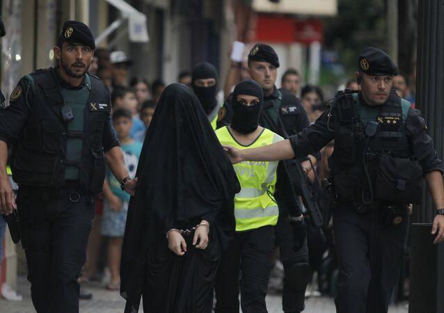Une femme soupçonnée d'avoir recruté des terroristes en Espagne
