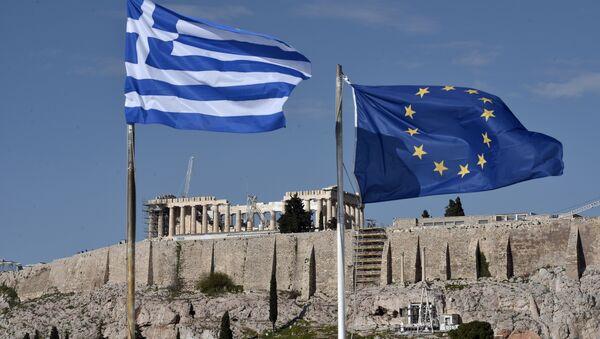 Les drapeaux grec et européen - Sputnik France