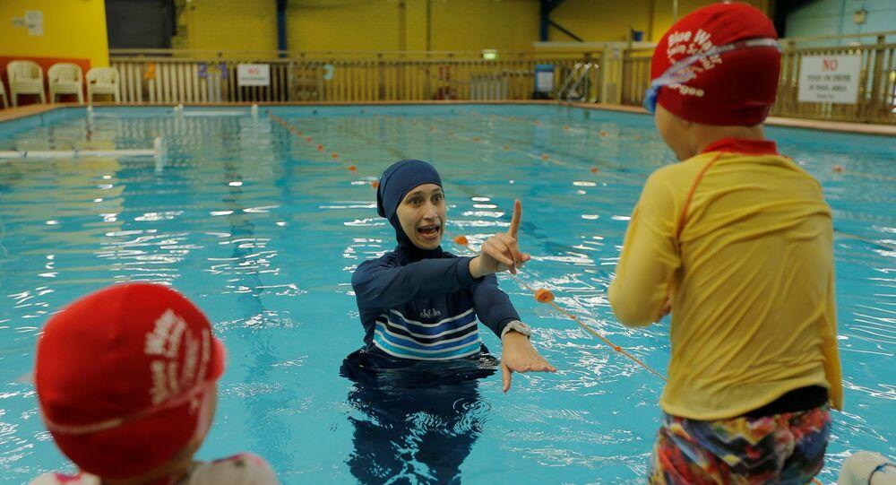L'interdiction du burkini dans les piscines d'une ville allemande suspendue par des juges