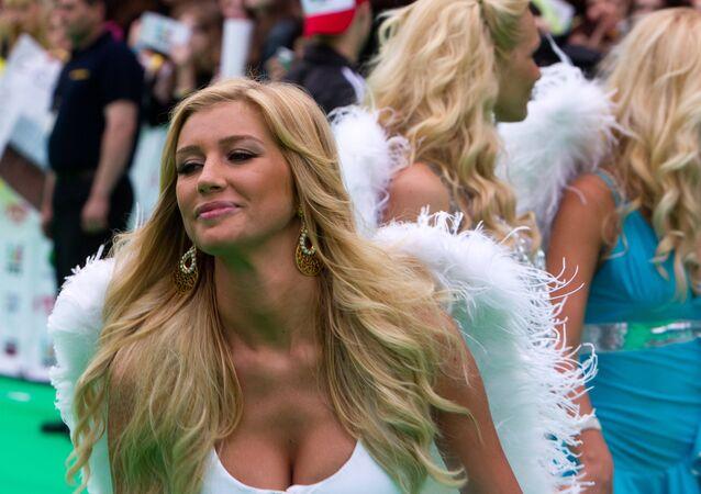 Femmes aux ailes d'anges (image d'illustration)