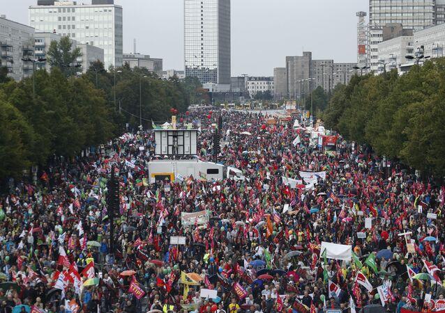 La manifestation contre le TTIP en Allemagne ressemblent 100 000 personnes