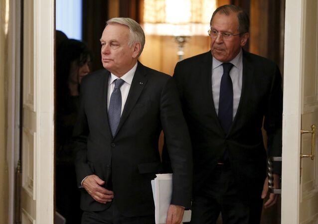 Le chef de la diplomatie russe Sergueï Lavrov a signalé à son homologue français Jean-Marc Ayrault l'inadmissibilité des accusations gratuites à l'endroit de Moscou et du blocus informationnel de l'opération de libération de Mossoul menée par la coalition.   Opération de libération de Mossoul: Moscou dénonce le blocus informationnel
