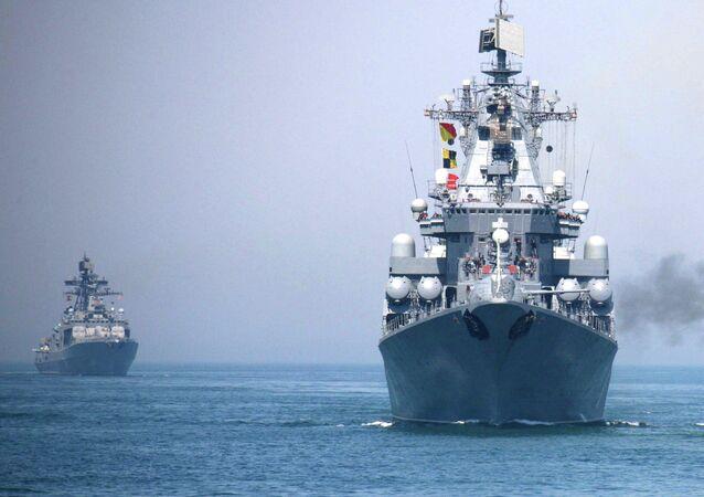 Les marines russes et chinoises à l'assaut de l'«ennemi» en mer de Chine méridionale