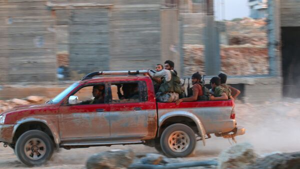 Fighters of the Syrian Islamist rebel group Jabhat Fateh al-Sham, the former al Qaeda-affiliated Nusra Front, ride on a pick-up truck in the 1070 Apartment Project area in southwestern Aleppo, Syria August 5, 2016 - Sputnik France
