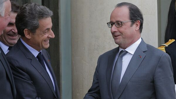 French President Francois Hollande, right, shakes hands with Nicolas Sarkozy, former French President and head of the conservative Les Republicains party, after a meeting at the Elysee Palace, in Paris, Friday, Jan. 22, 2016. - Sputnik France
