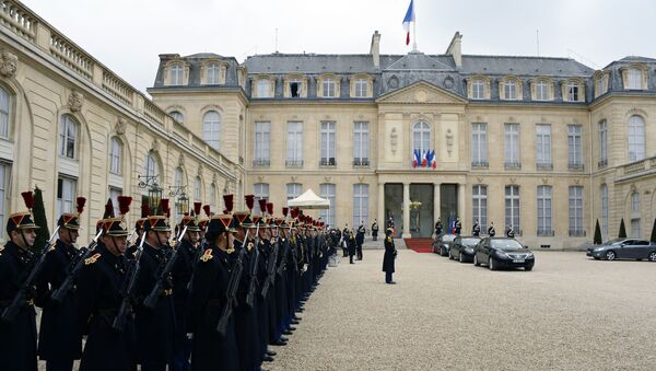 Republican guards stand guard at the presidential Elysee palace on March 24, 2015 at in Paris. - Sputnik France