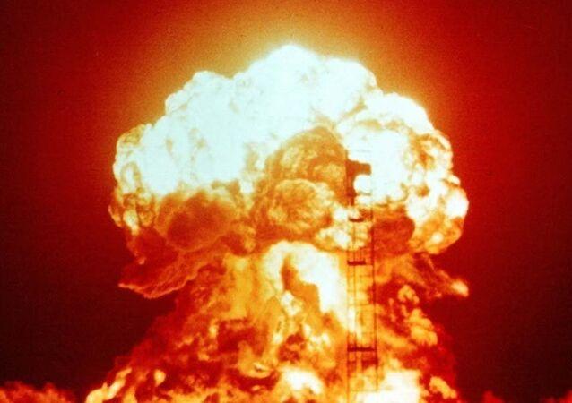 explosion nucléaire, image d`illustration