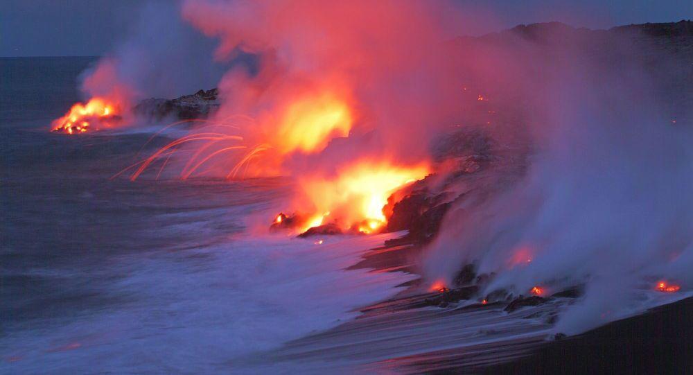 L'activité volcanique du volcan Kilauea sur le fond de l'océan Pacifique, arc national des volcans d'Hawaii