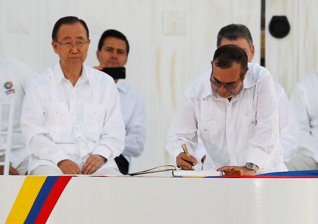 La signature de l'accord historique