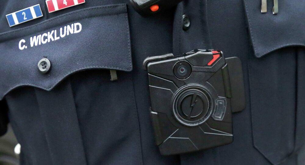 La caméra au corps du policiers américain