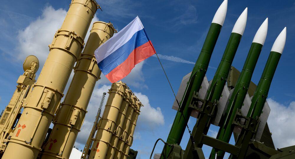 Des missiles S-300 et S-400 assurent la sécurité de la base navale russe en Syrie