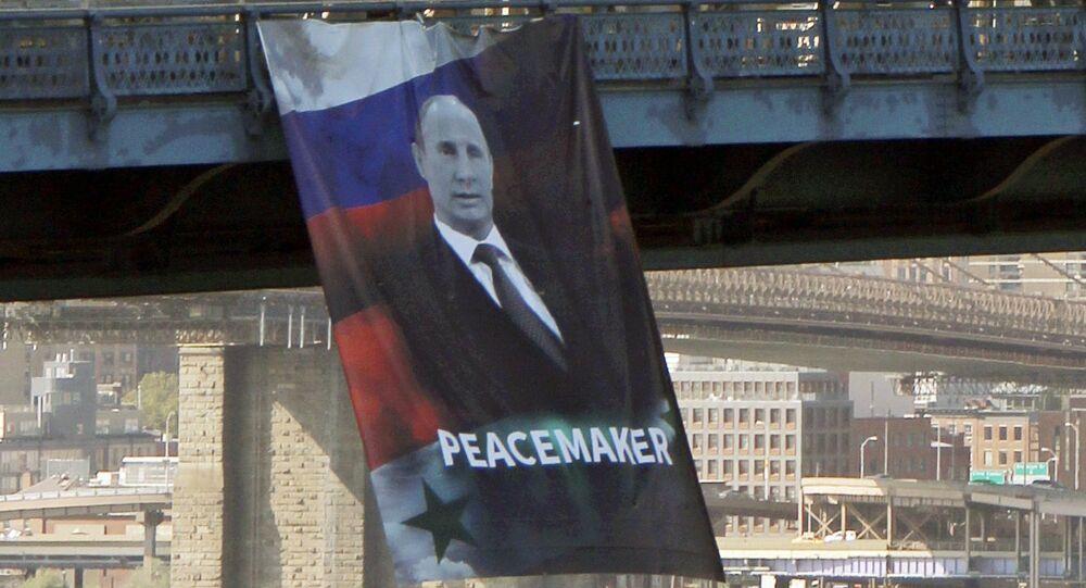 Une bannière avec «Poutine pacificateur» agite New York