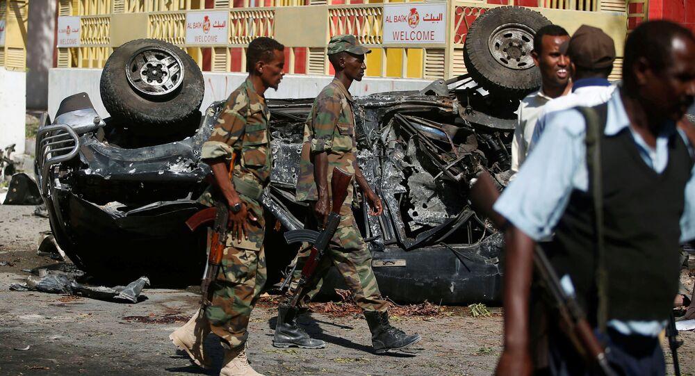 Les autorités somiliennes dans les lieux de l'attaque à la voiture piégée. Archive photo