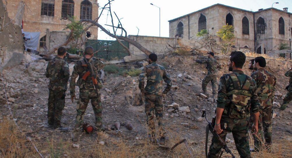 Les militaires syriens s'approchent du quartier Bustan al-Basha à Alep