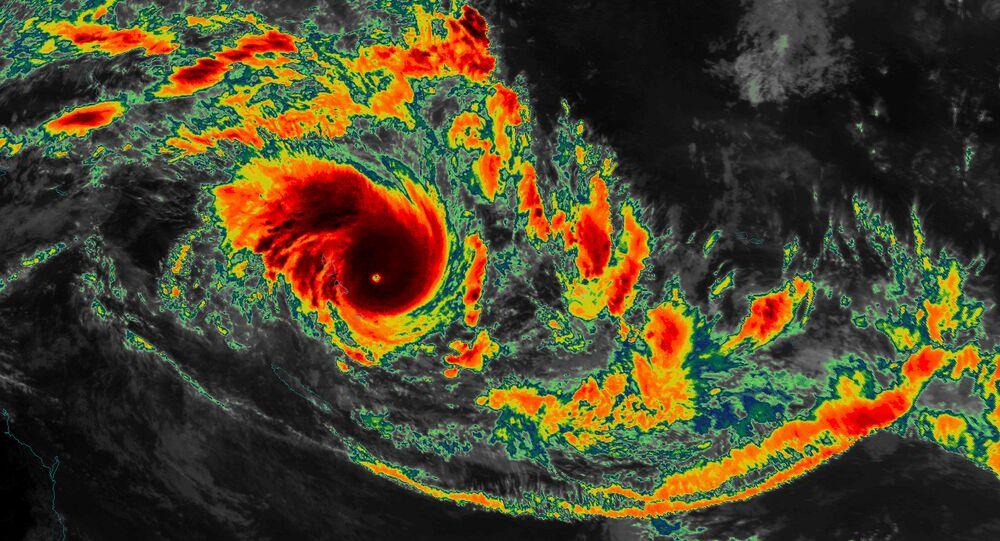 Le cyclone Pam près de Vanuatu