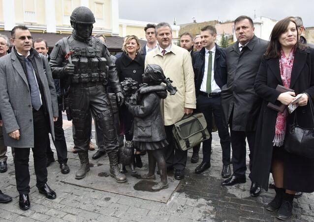 Des parlementaires italiens en visite en Crimée