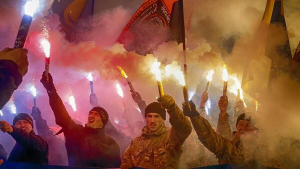 Volunteers of the Azov Civil Corps light flares during a rally marking Fatherland Defender Day in Kiev, Ukraine, Friday, Oct. 14, 2016.  - Sputnik France