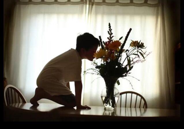 Il filme son fils autiste et ces images changent leur vie