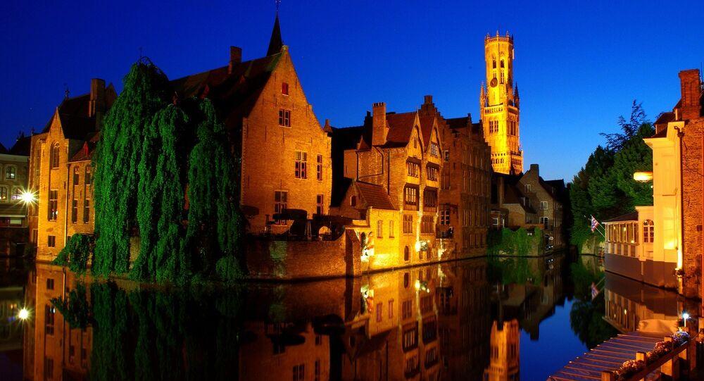 Le maire de Bruges poignardé au cou — Belgique