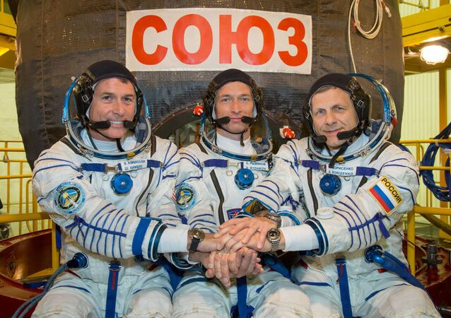 Expedition 49: Sergueï Ryzhikov, Andreï Borisenko, Shane Kimbrough Sept. 9, 2016.