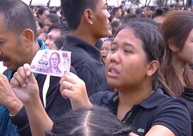 La Thaïlande chante son deuil à son roi décédé