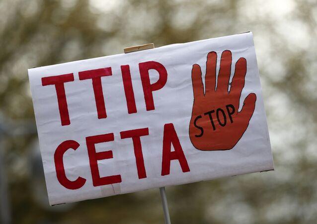 Des milliers de citoyens manifestent contre le Ceta à Amsterdam