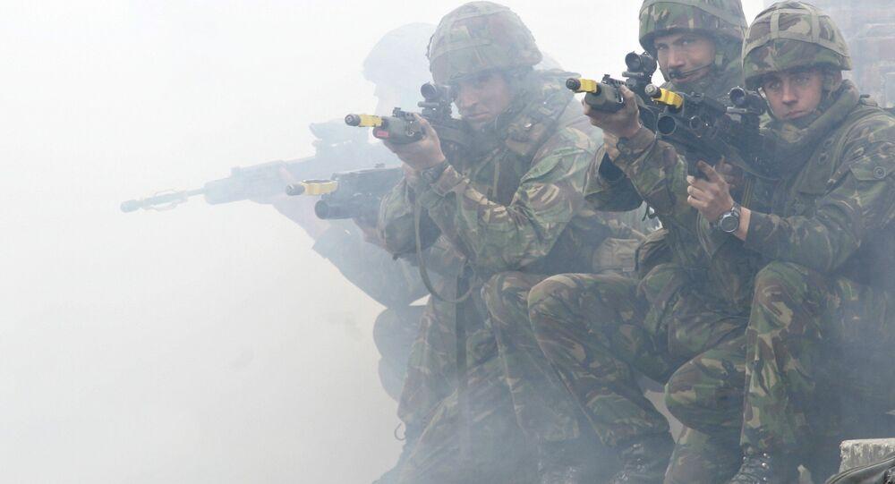 Les soldats britanniques lors des exercices militaires de l'Otan