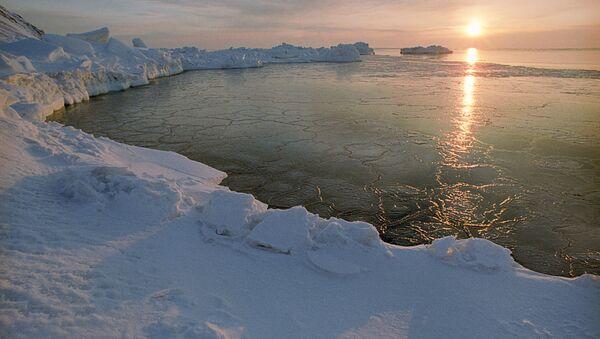 Un lever du soleil en Arctique - Sputnik France