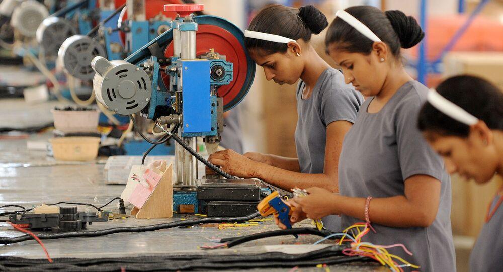 des femmes indiennes travaillant