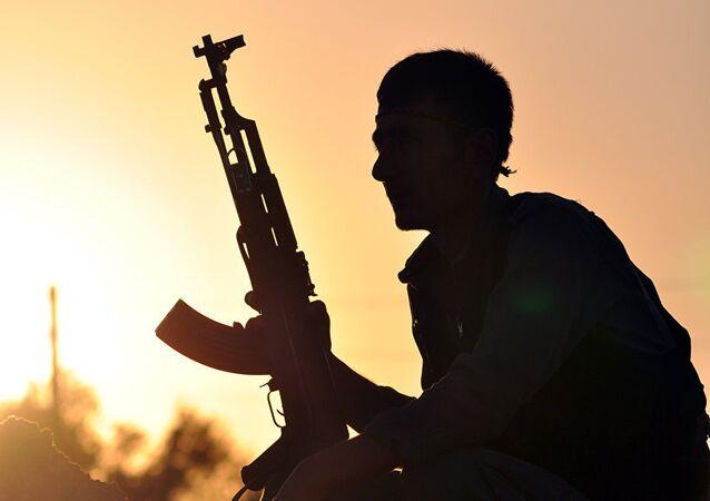 Un combattant kurde. Image d'illustration