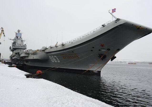 Le porte-avions russe Admiral Kuznetsov