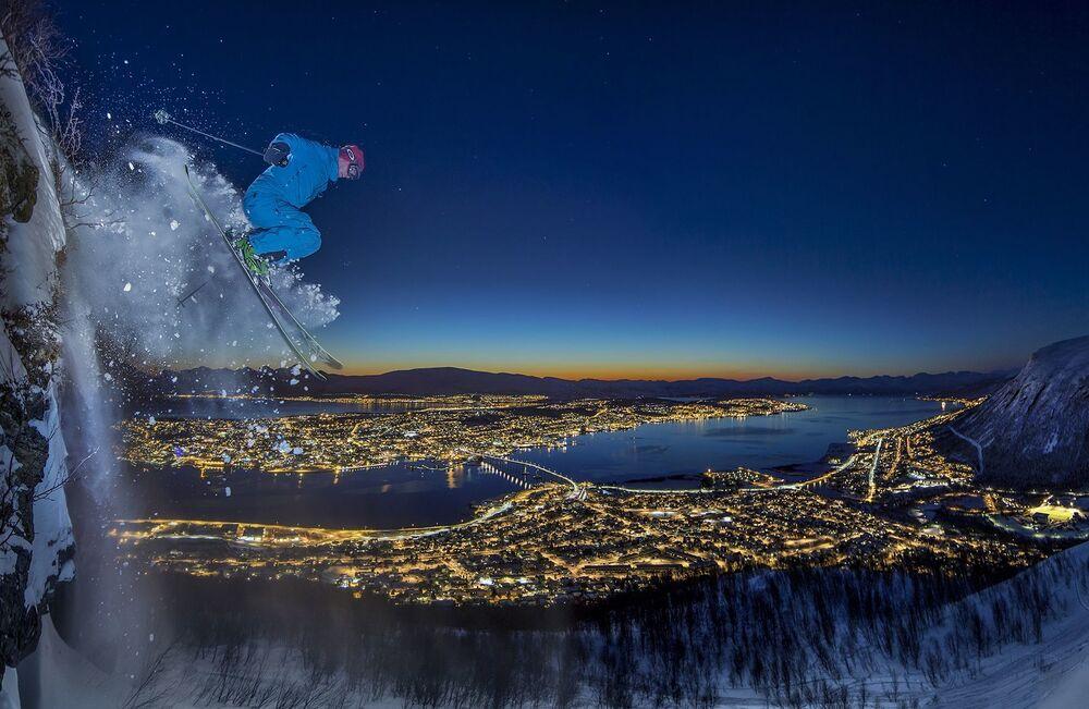 Фотография Arctic urban skiing норвежского фотографа Audun Rikardsen