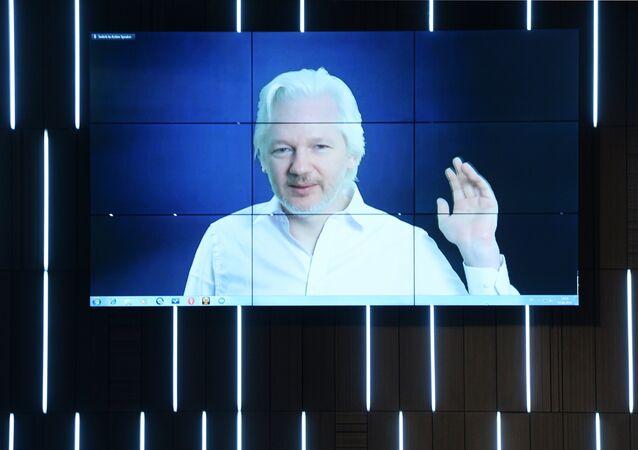 Bientôt une émission radio animée par Julian Assange aux États-Unis?