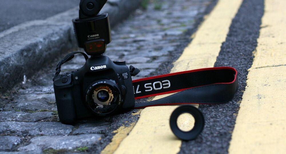 caméra cassée, image d'illustration