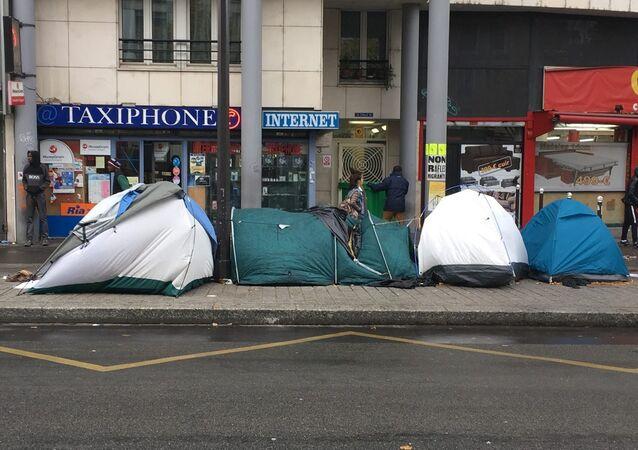 Camp migratoire de Stalingrad à Paris