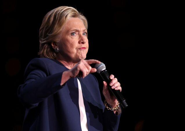 L'équipe Clinton déclare faux des documents de WikiLeaks avant qu'ils ne voient le jour