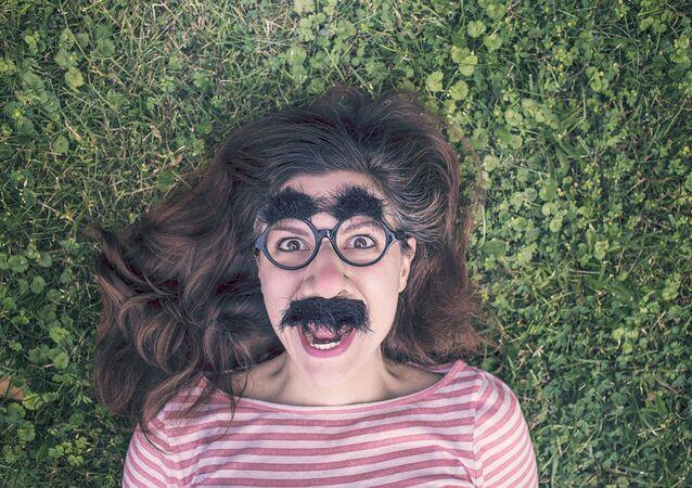 Lundi, à 16h34, les Françaises arrêteront de travailler ou se dessineront une moustache