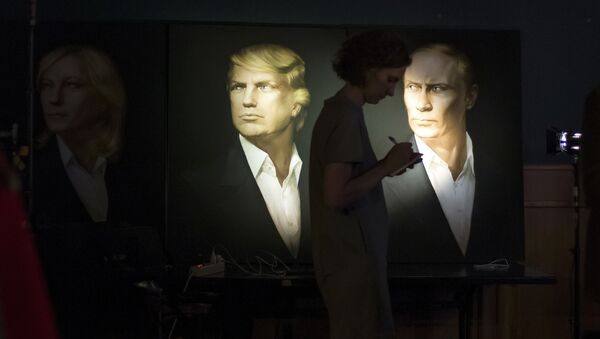 A journalist writes a material as she watches a live telecast of the U.S. presidential election standing at portraits of U.S. presidential candidate Donald Trump and Russian President Vladimir Putin in the Union Jack pub in Moscow, Russia, Wednesday, Nov. 9, 2016 - Sputnik France