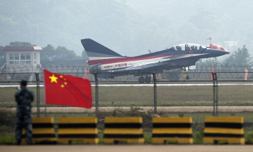 Chine: la première femme pilote de chasseur J-10 meurt dans un crash