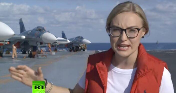 Une journaliste de RT à bord à bord du porte-avions Amiral Kouznetsov