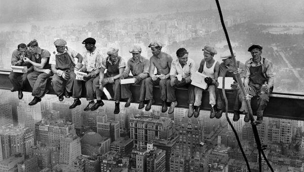 Déjeuner en haut d'un gratte-ciel (1932) - Sputnik France