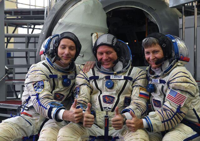 Oleg Novitski raconte qu'il s'est changé un plombage à bord de l'ISS
