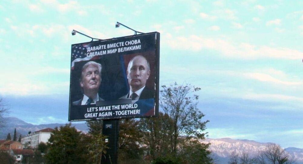 Trump et Poutine sur un panneau d'affichage au Monténégro