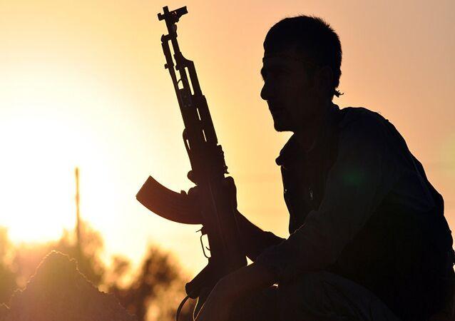 Un milicien de l'YPG