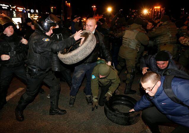 Kiev: affrontements entre la police et les radicaux sur la place Maïdan