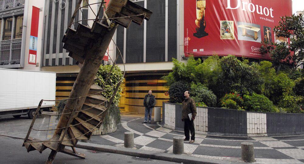 un tronçon d'escalier de la Tour Eiffel
