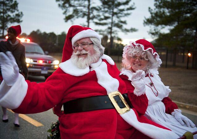 Une grand-mère réalise son rêve et rencontre pour la première fois le Père Noël!